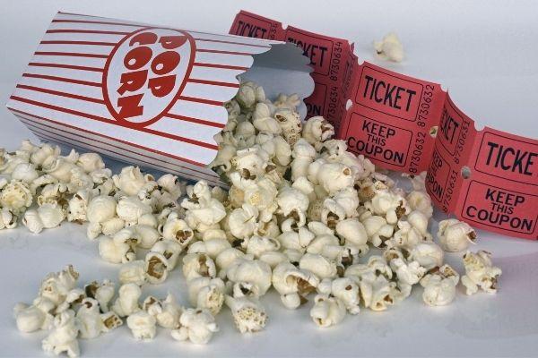Tag i biografen med en god veninde eller ven